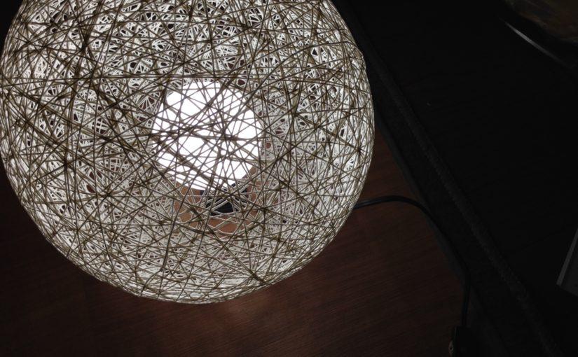 繭みたいなランプシェード